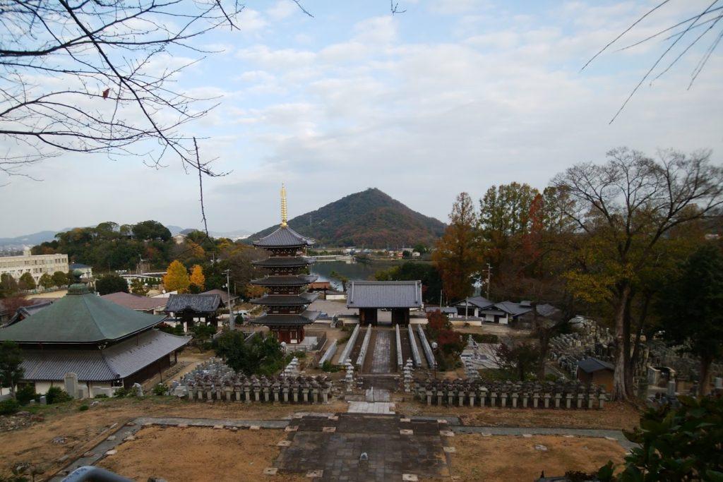 法然寺の境内