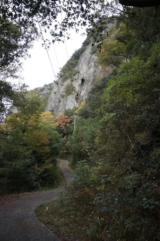 洞雲山岩山の祠