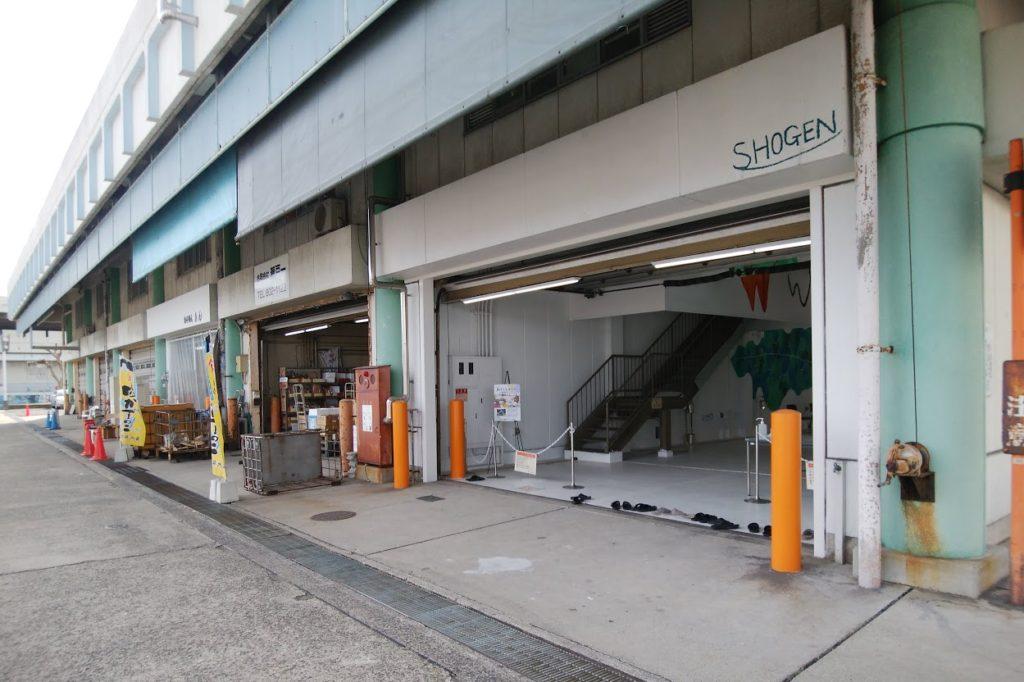 高松市中央卸売市場関連商品売場棟アートスペース前