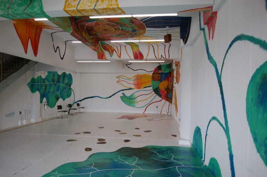 高松市中央卸売市場関連商品売場棟のアートスペース壁画スペース負けてたまるか!~満開のヒマワリ~