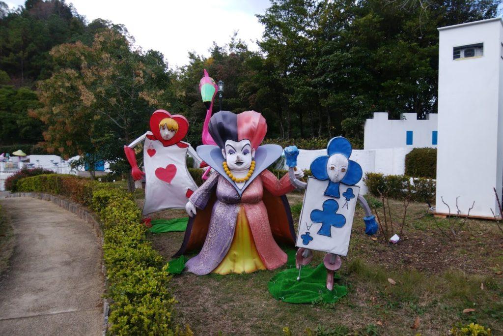 ハートの女王の庭のフォトスポットアリスのマジカルナイトウォーク レオマワールド