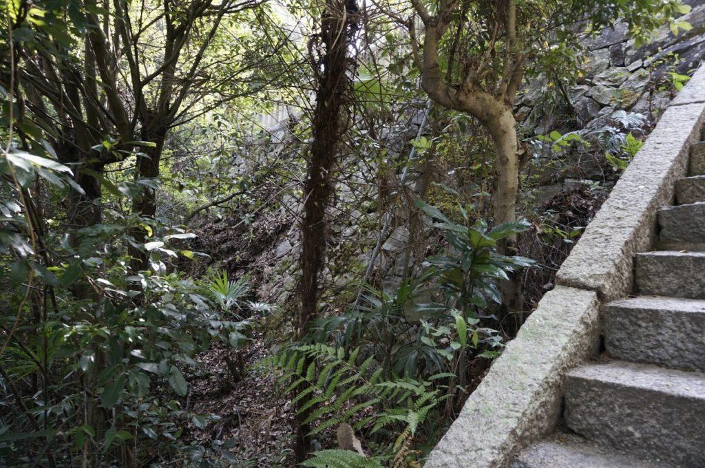 讃岐十景汐木山荒魂神社本殿敷地の石垣