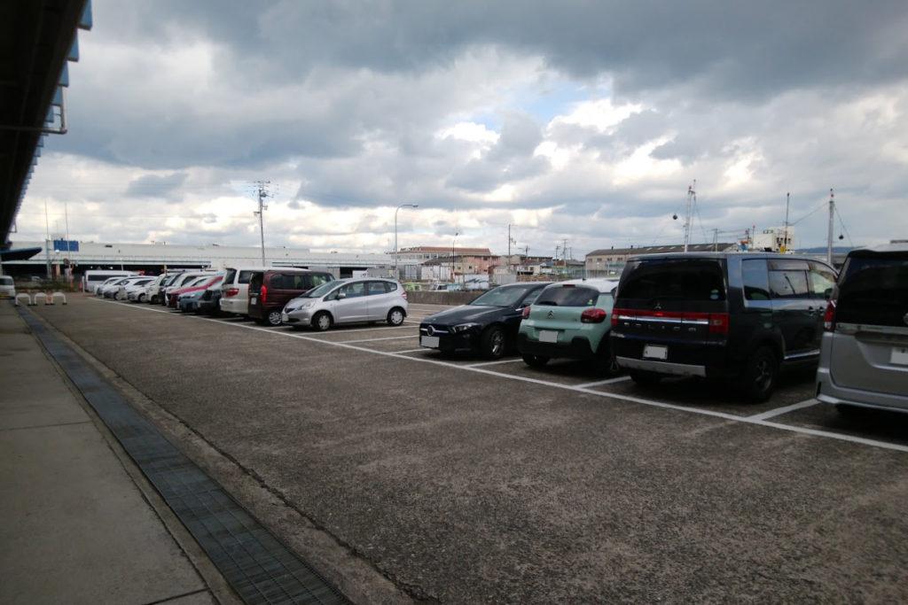 高松市中央卸売市場関連商品売場棟駐車場