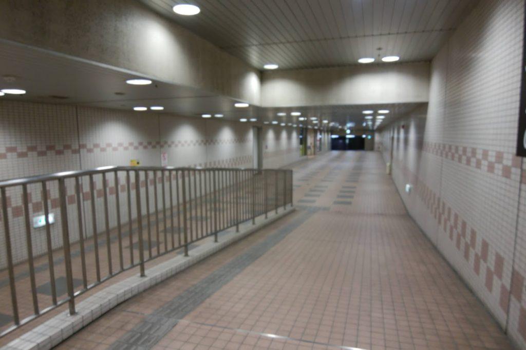 瓦町駅東口地階の通路