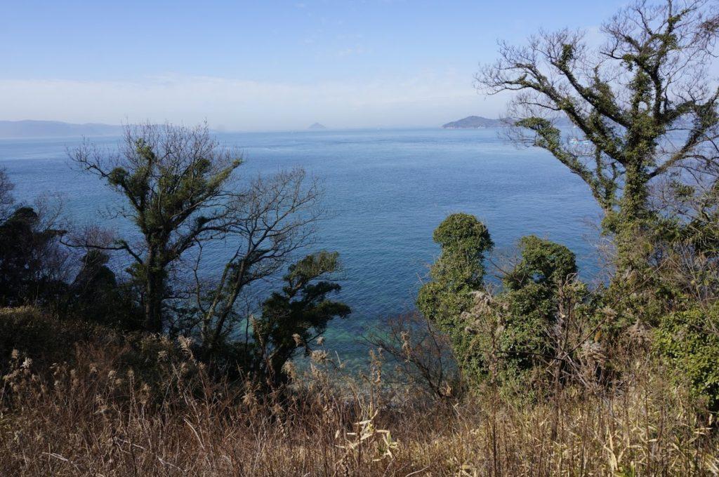 男木島水仙郷への道から瀬戸内海