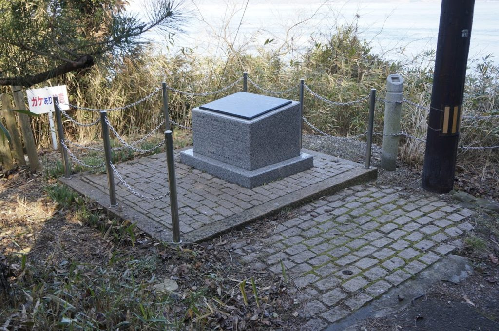男木島灯台前の石碑