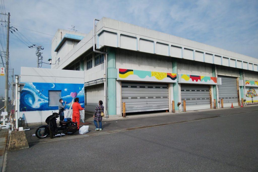 高松中央卸市場 関連売場棟のペイント