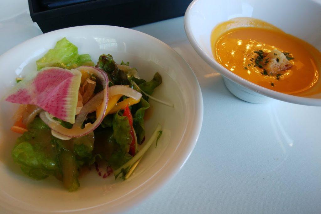 丸亀街SeaDragonの金時ニンジンのスープとサラダ