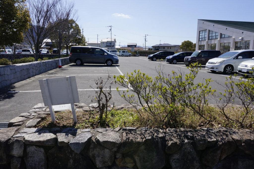 仏生山公園プール横の駐車場