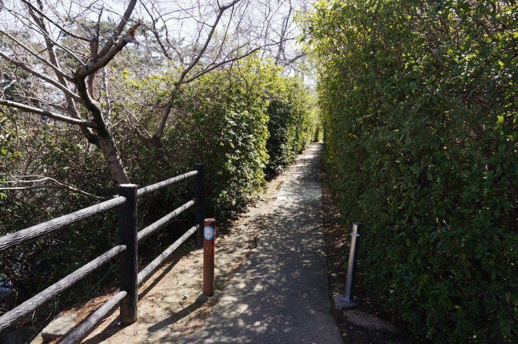 仏生山公園から法然寺へ抜ける垣根