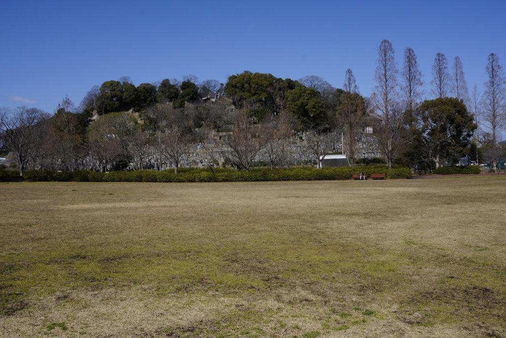 仏生山公園地場負広場から法然寺