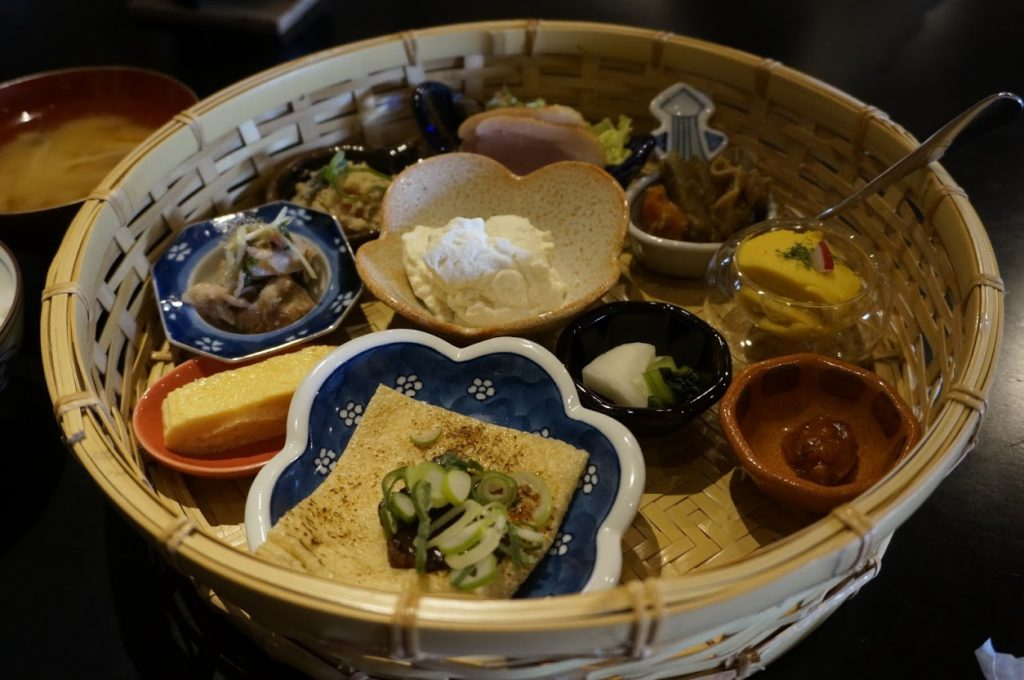 豆腐料理の竹籠弁当