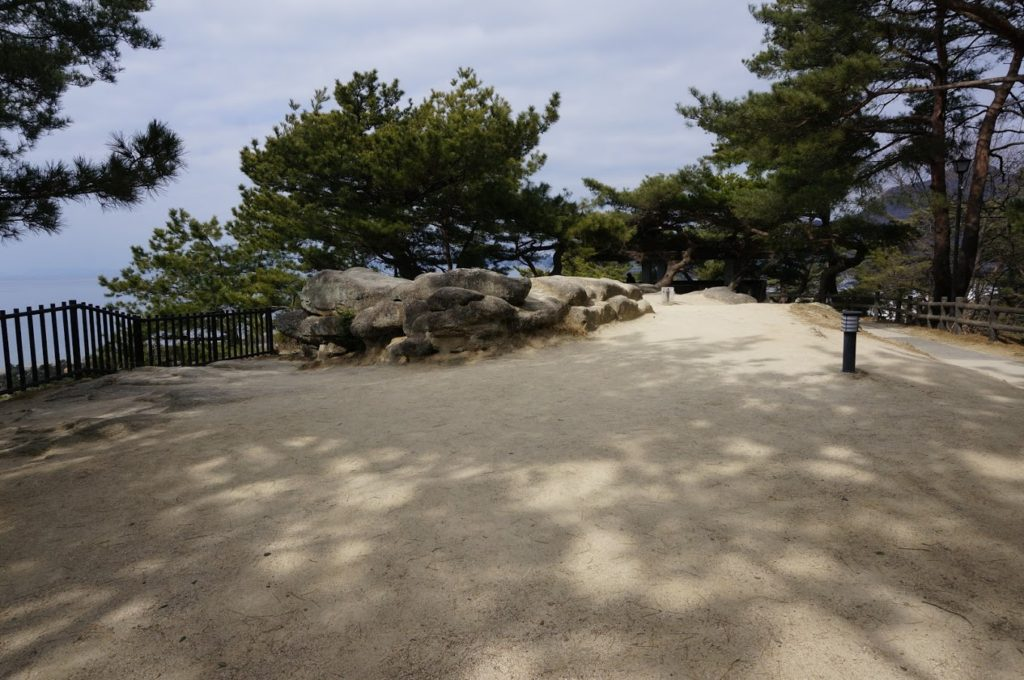 琴弾公園内銭形砂絵山頂展望台