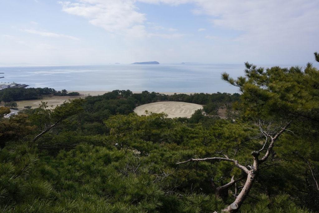 琴弾公園内銭形砂絵山頂展望砂絵台から見る銭形砂絵