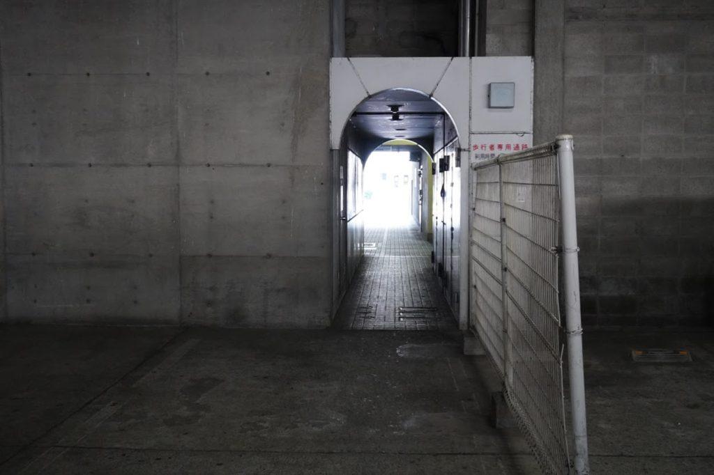 坂出市営京町駐車場の歩行者専用通路