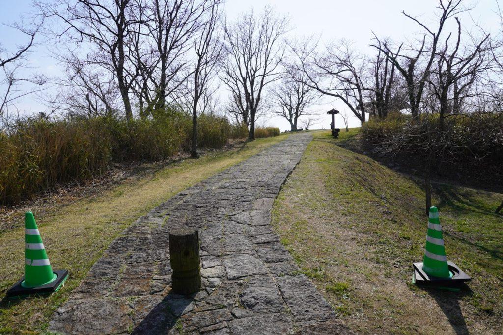 城山山頂園地への歩道