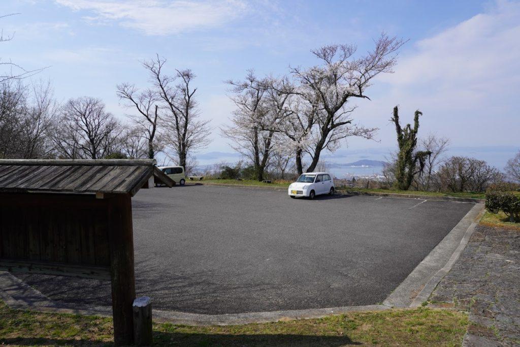 城山山頂園地駐車場