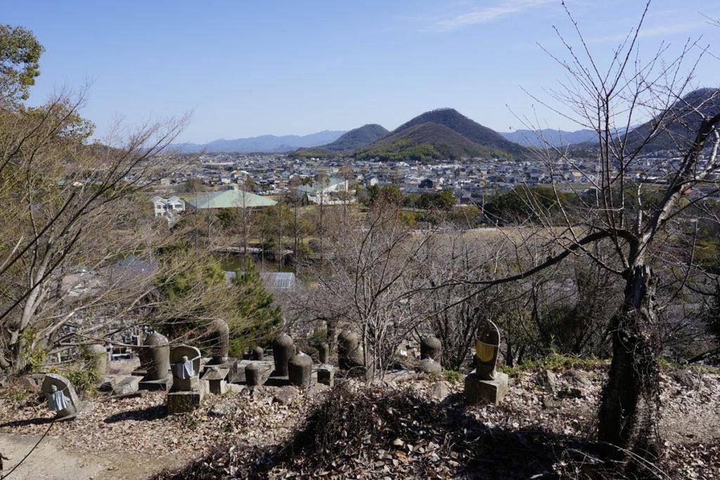 法然寺般若台から仏生山公園を眺める