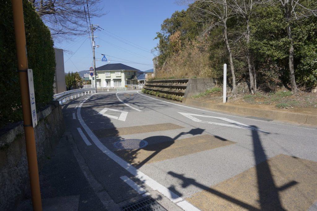 法然寺総門前の道