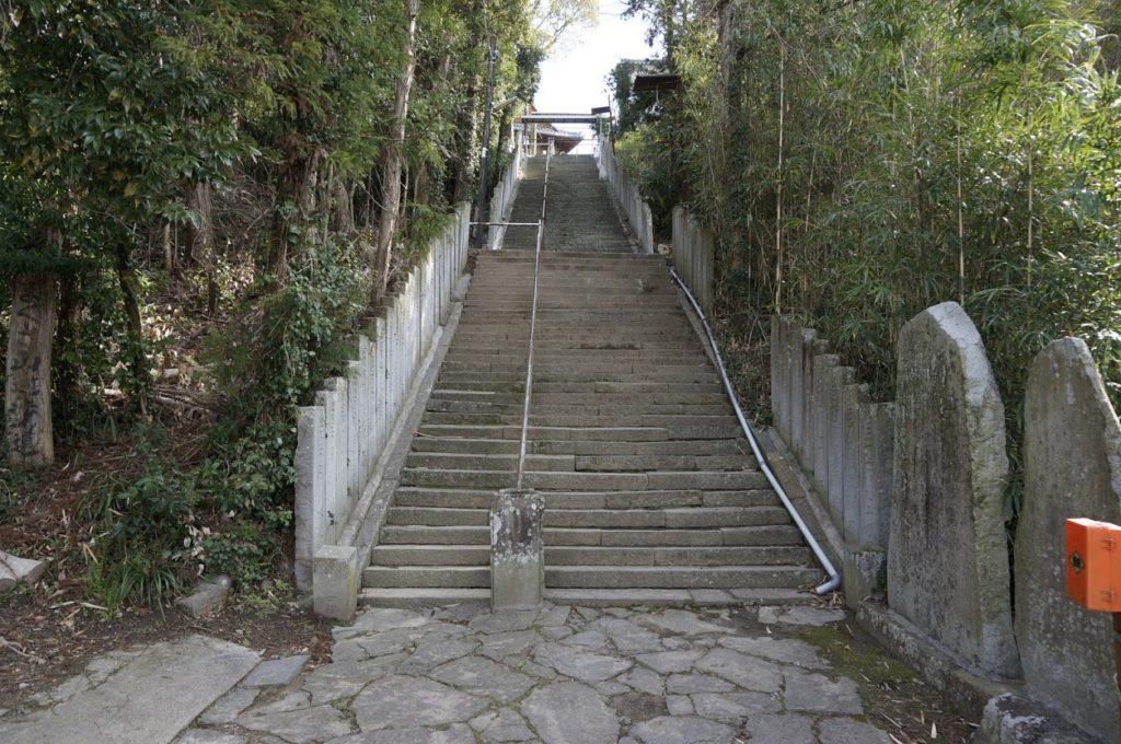 ちきり神社への石段