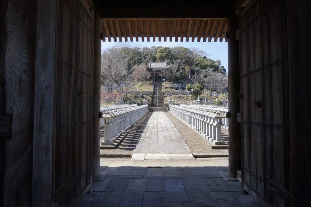 法然寺仁王門から文殊堂