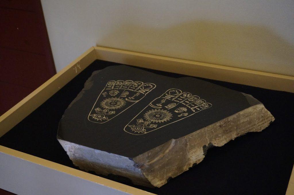 讃岐国分寺跡資料館仏足石の展示