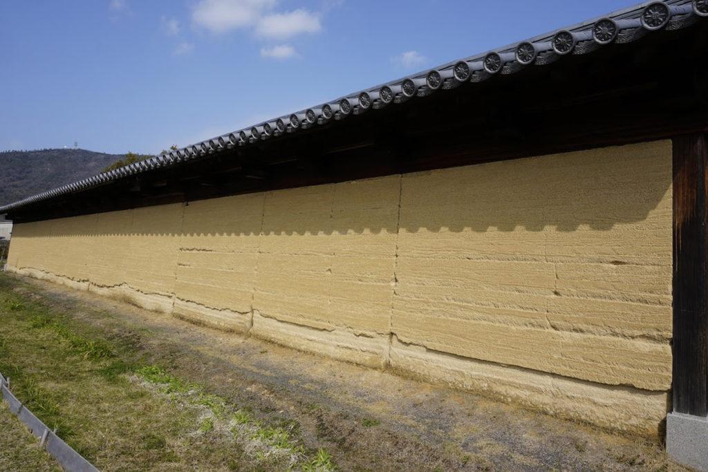 特別史跡讃岐国分寺跡史跡公園復元築地塀(東)