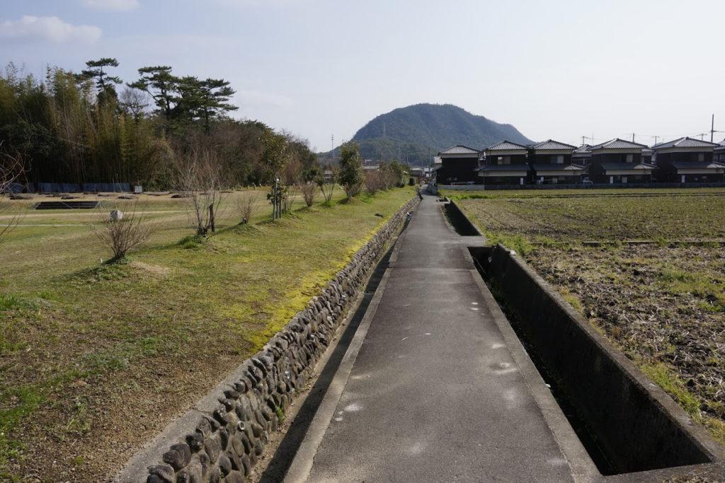 特別史跡讃岐国分寺跡史跡公園脇の遍路道