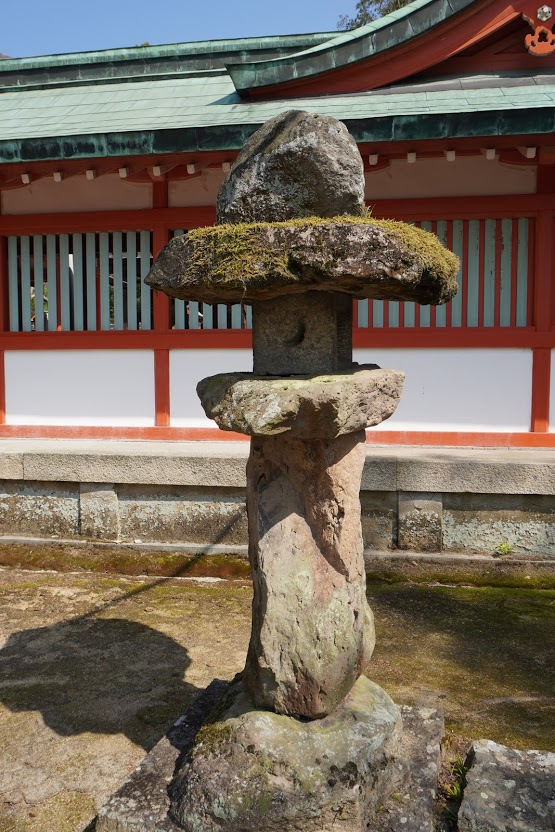 神谷神社古い石燈籠