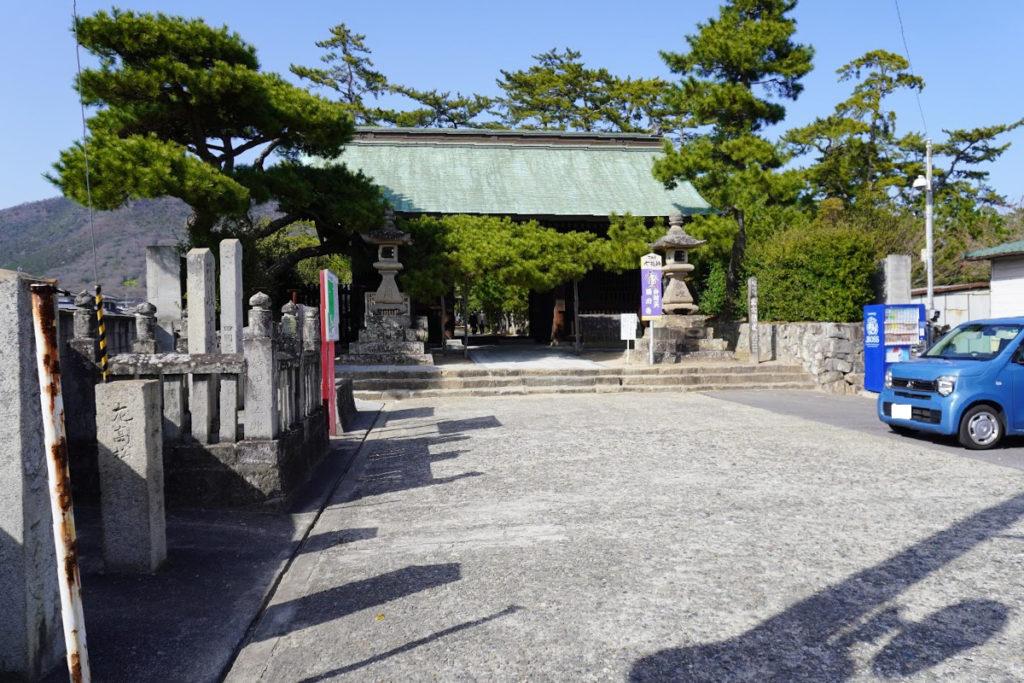 讃岐国分寺専用駐車場から仁王門