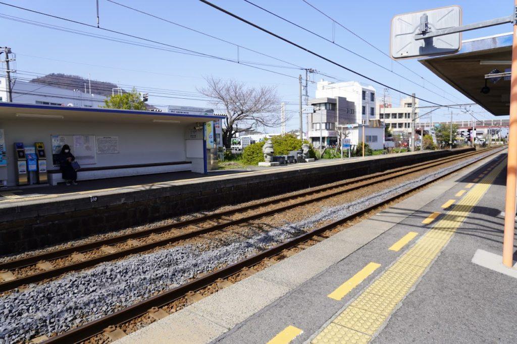 JR鬼無駅の桃太郎電鉄石像