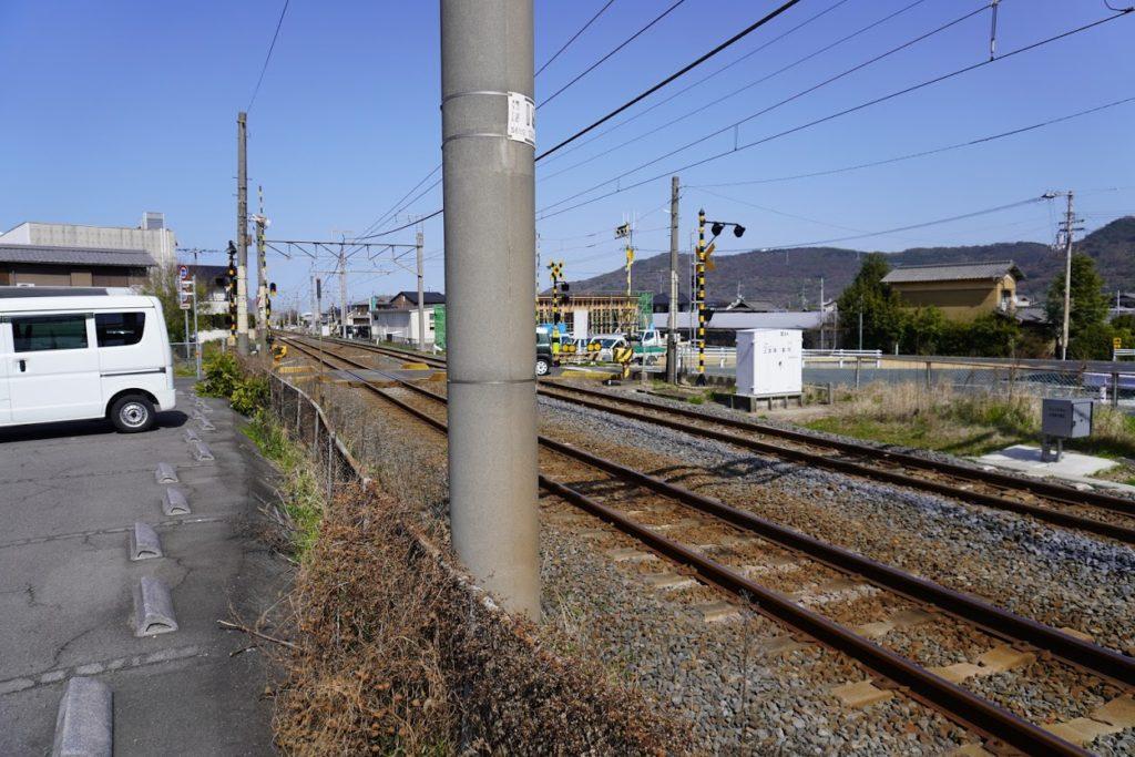 JR鬼無駅北側の踏切