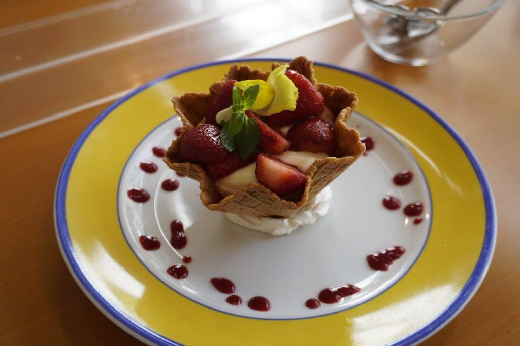 モネの庭のレストラン カフェ モネの家 イチゴのアイス