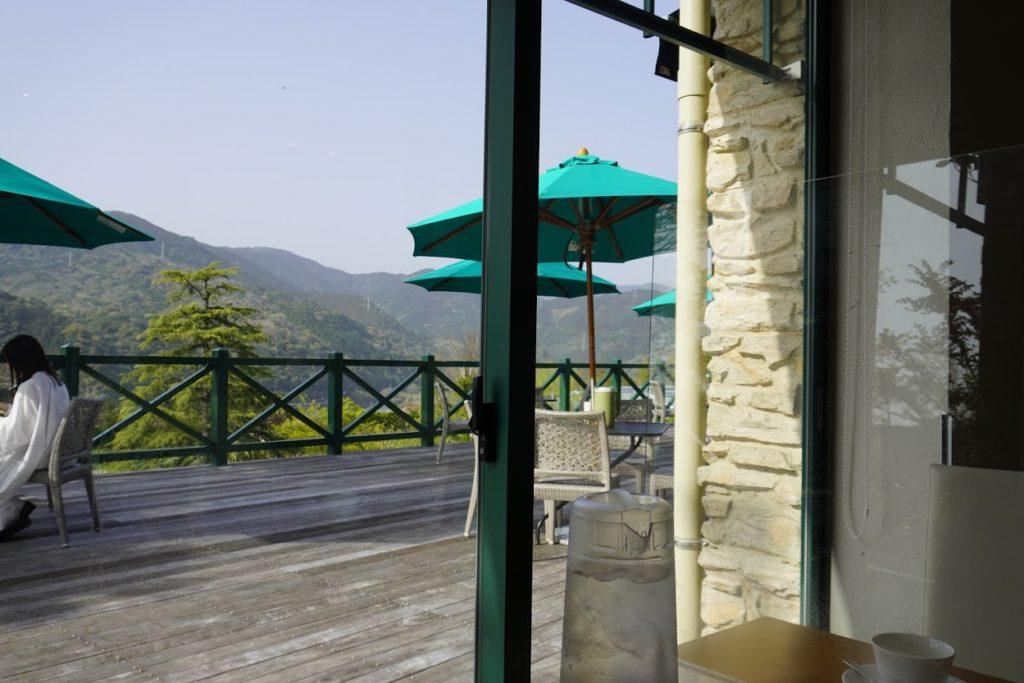 モネの庭のレストラン カフェ モネの家のテラス