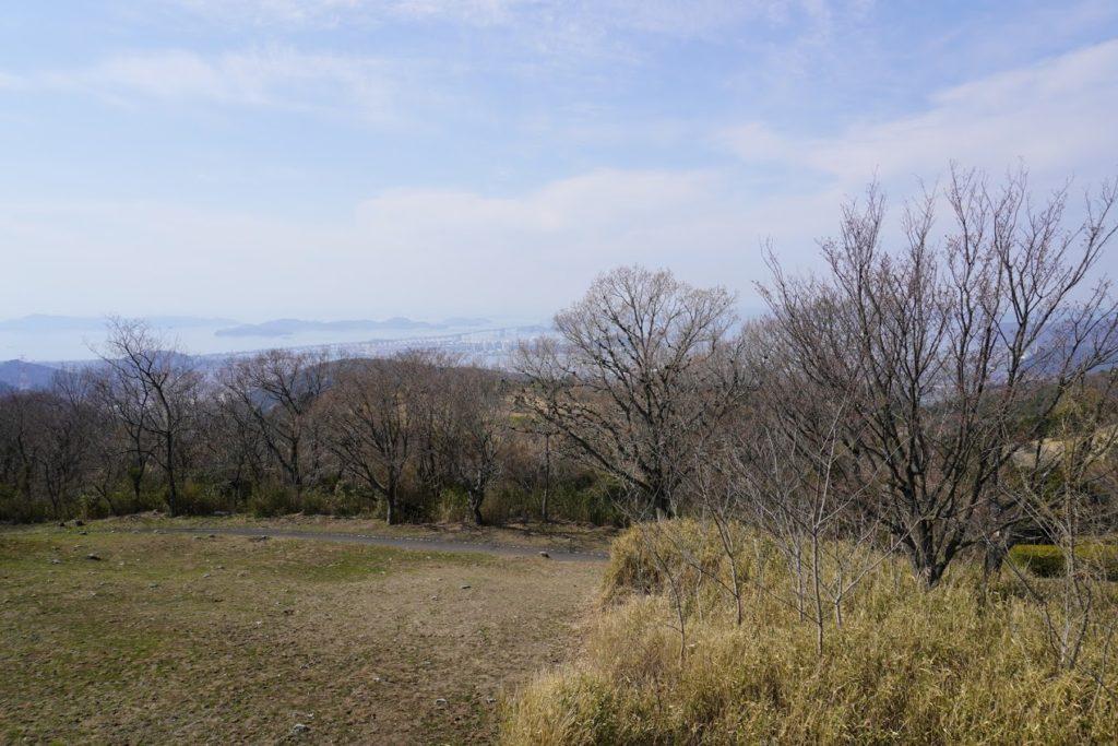 城山山頂展望台から瀬戸大橋