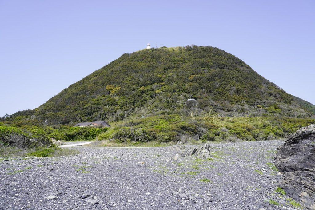 室戸岬から見上げる室戸岬灯台
