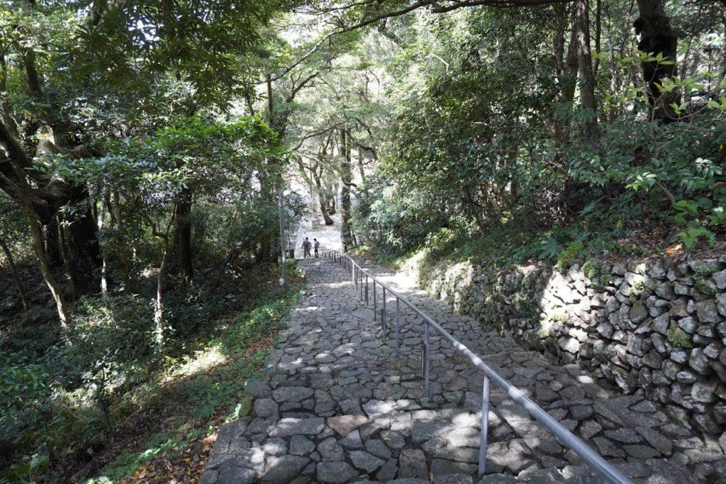 最御崎寺遍路センターから駐車場へ下りる階段