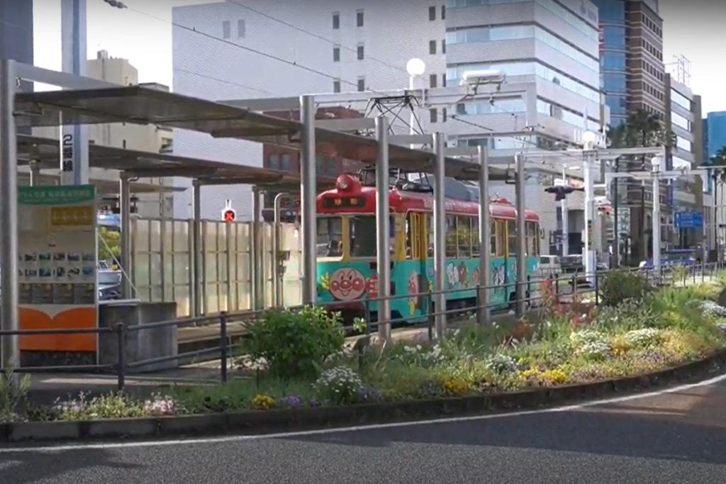 高知駅前 アンパンマンの路面電車