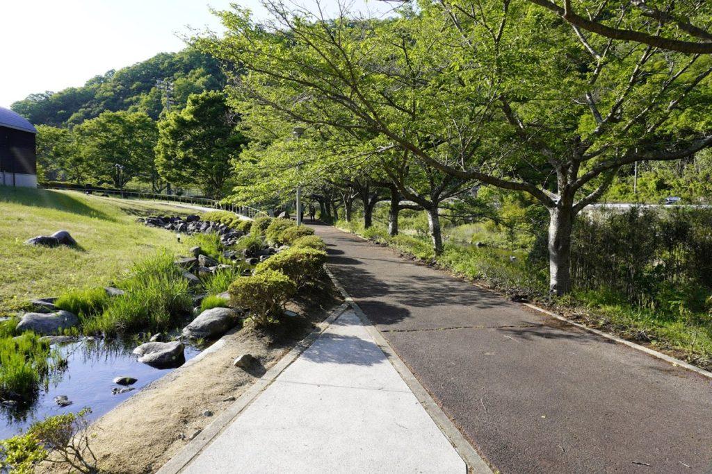 塩江ホタルと文化の里公園の川沿い句碑の小径
