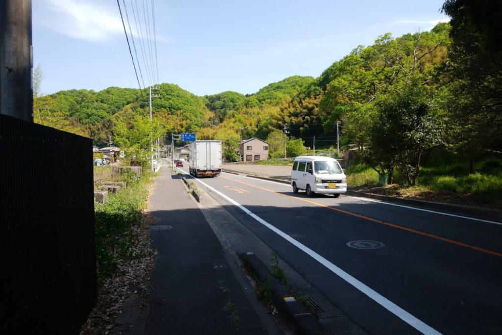 国道193号西桶バス停前