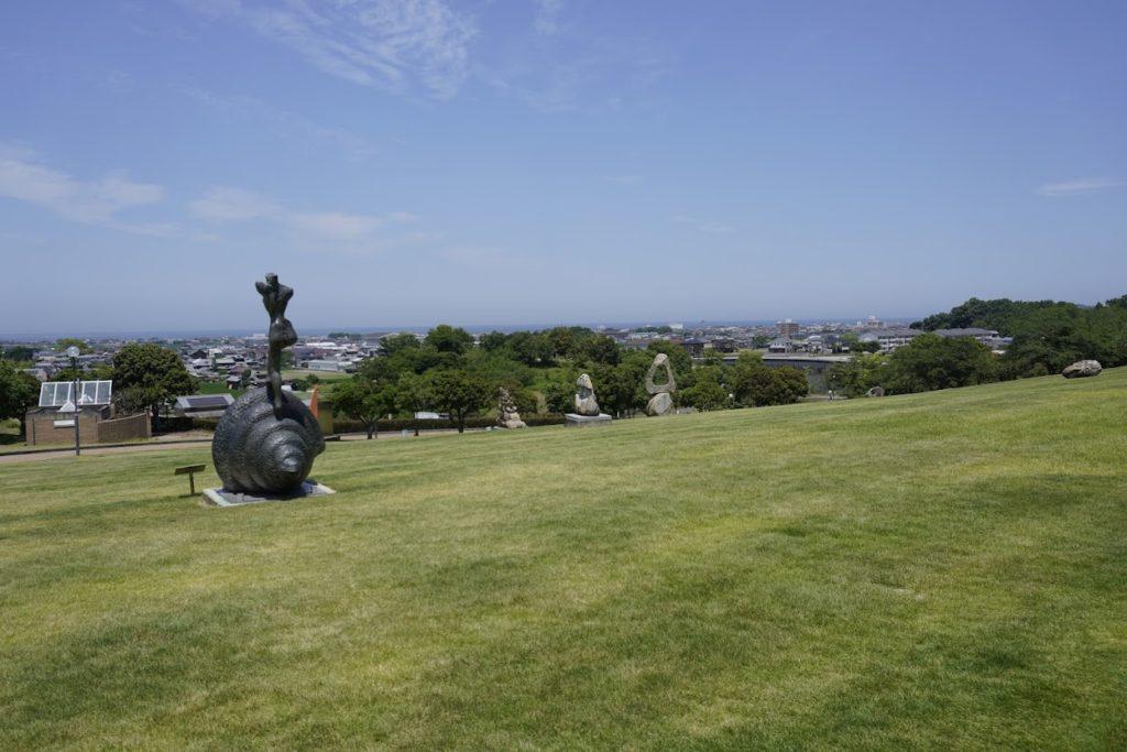 とらまる公園 ダリ彫刻の森記念碑