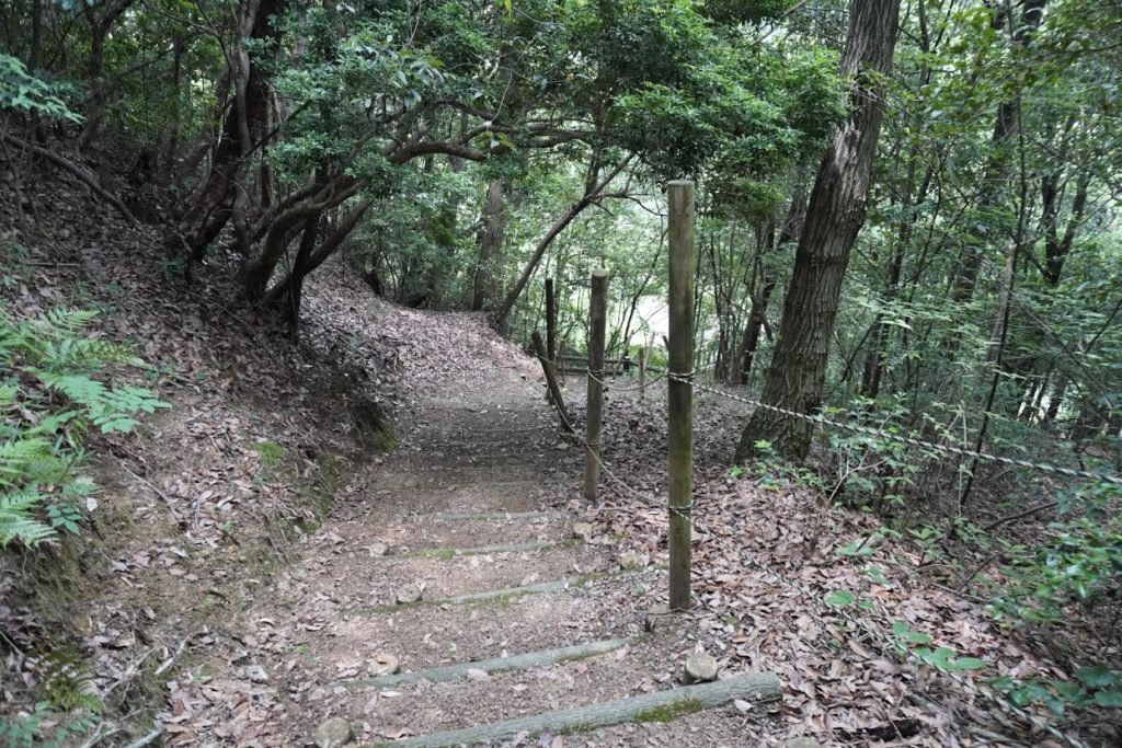 満濃池 余水吐脇の林道