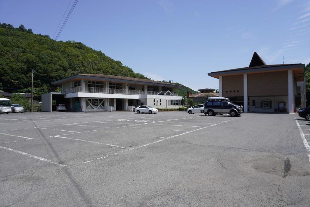 白鳥温泉の駐車場