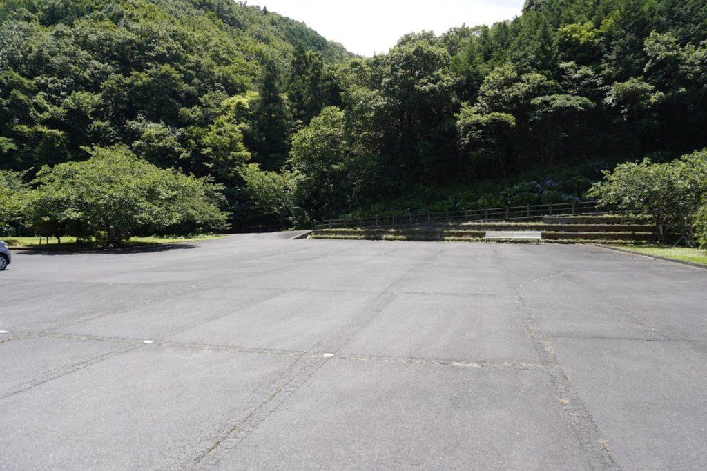 白鳥温泉第二駐車場