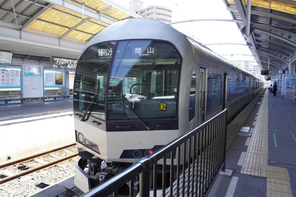 高松駅のマリンライナー