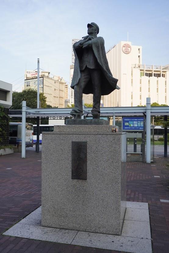 岡山駅前 青春感謝の像