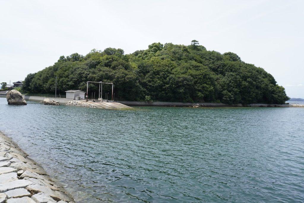 東山魁夷せとうち美術館から見る沙弥島