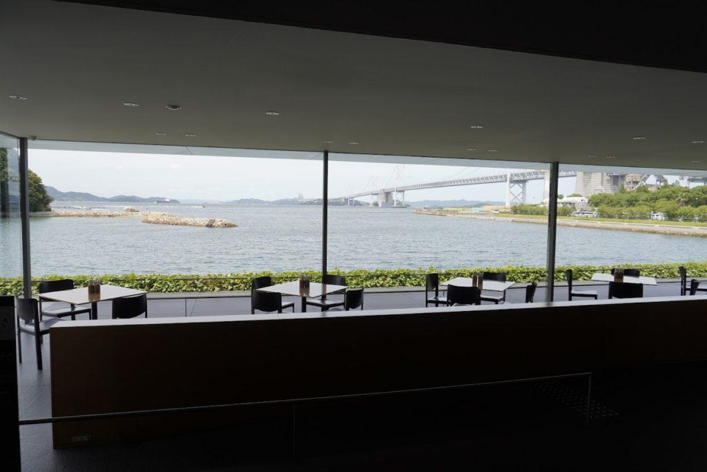 東山魁夷せとうち美術館カフェなぎさから見る瀬戸大橋