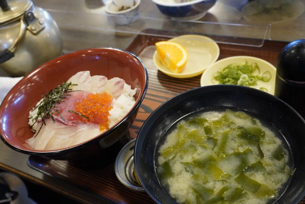 活魚料理讃岐屋 海鮮丼