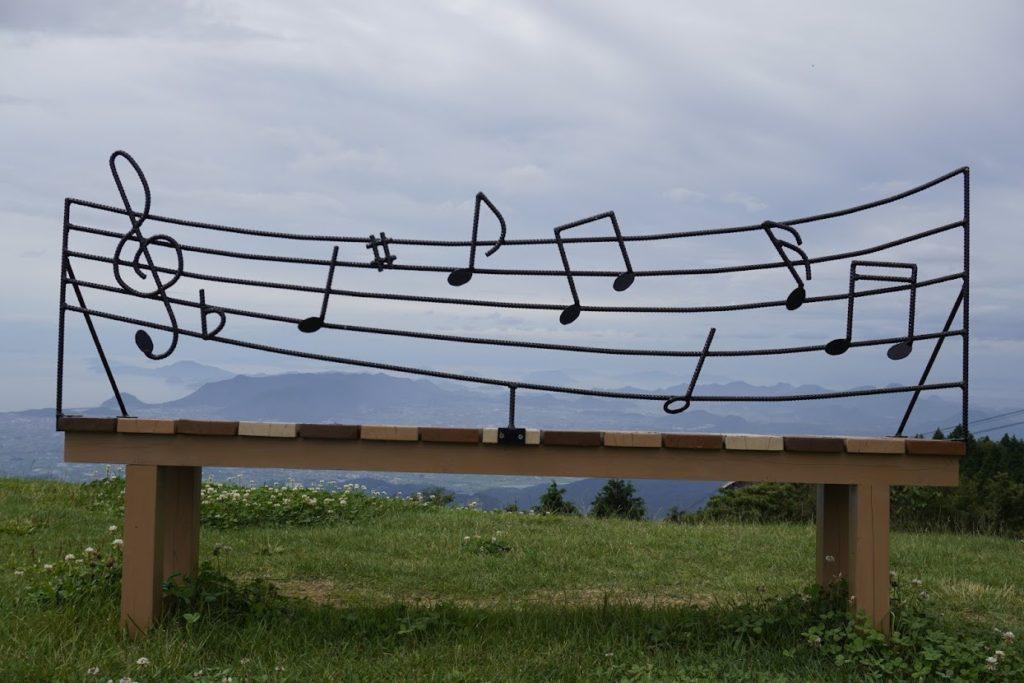 雲辺寺山頂公園音符のベンチ